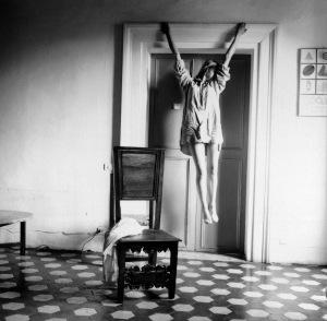 francesca-woodman-untiled-1977-78-stampa-alla-gelatina-dargento1