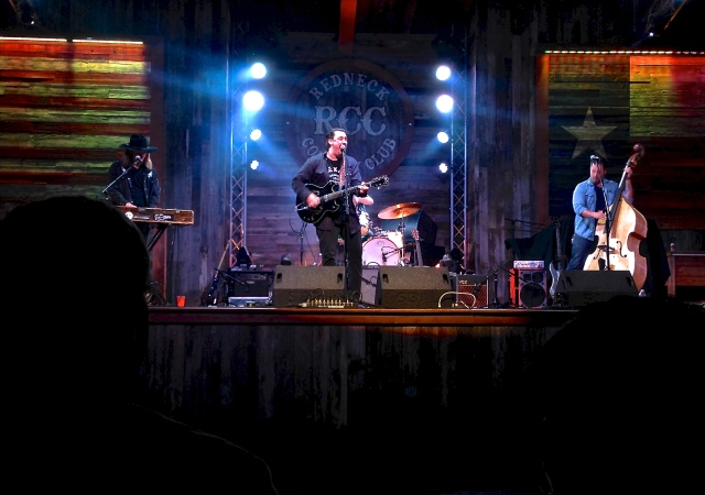 Jesse Dalton performing at Redneck Country Club. Stafford, Texas